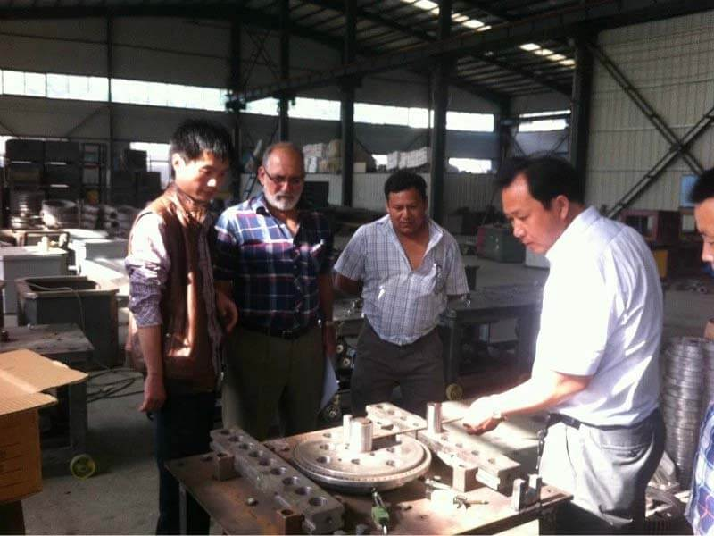 customers visit Shuanglong Machinery 1